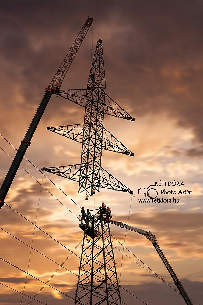 Nagyfeszültségű távvezetékoszlop állítás- ipari fotózás- Réti Dóra